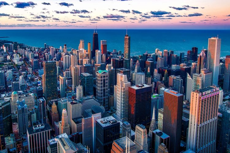Moving to Chicago guide - Chicago skyline.