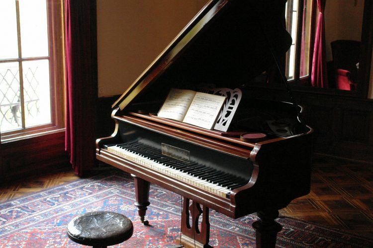Piano - how to choose a piano mover